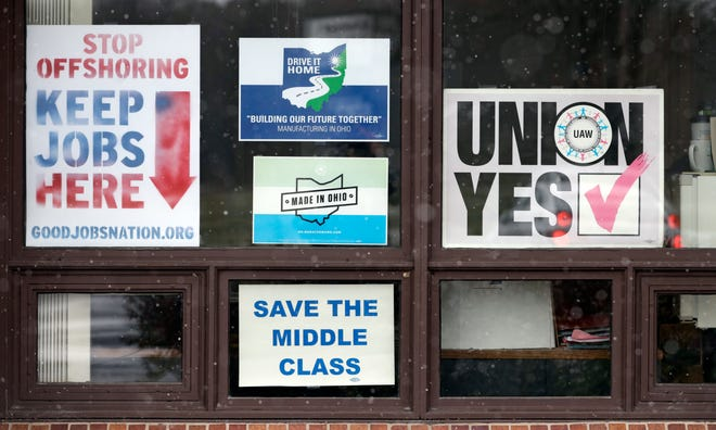 Signs hang from windows at the UAW Local 1112 union hall in Lordstown, Ohio on Nov. 27, 2018.