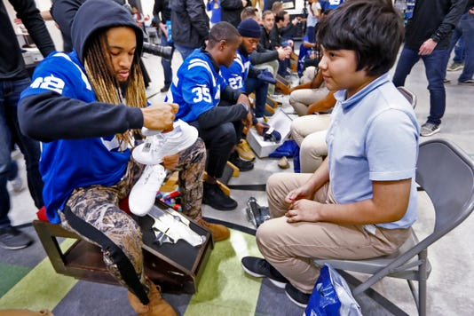Brookside School 54 Kids Get New Shoes At Cold Feet Warm Shoes Event