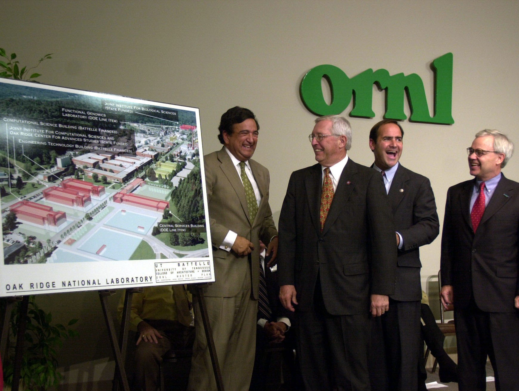 Secretary of Energy Bill Richardson, left, Tennessee Gov. Don Sundquist, U.S. Rep. Zach Wamp, and U.S. Rep. Bob Clement unveil a five-year plan on Monday, Sept. 11, 2000, which will modernize facilities at Oak Ridge National Laboratory.  (Amy Smotherman/News-Sentinel)