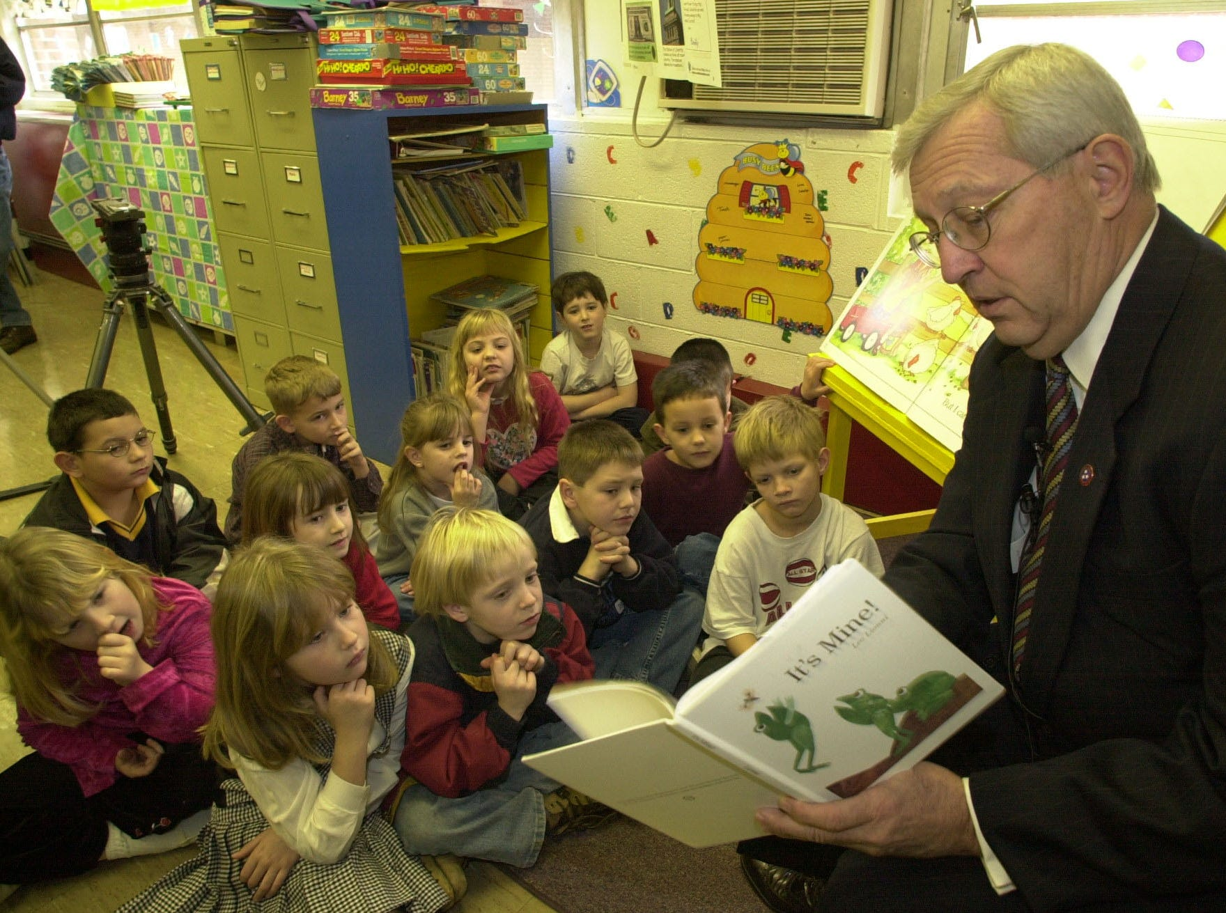 "Tennessee govenor Don Sundquist reads a book titled, ""It's Mine!"" to a group of first graders at Maynardville Elementary School Wednesday morning.  The govenor also autographed another book titled ""Martha Speaks"" which is wife Martha uses whenever she is called to read to school children and gave that copy to the class teacher Becky Phipps."