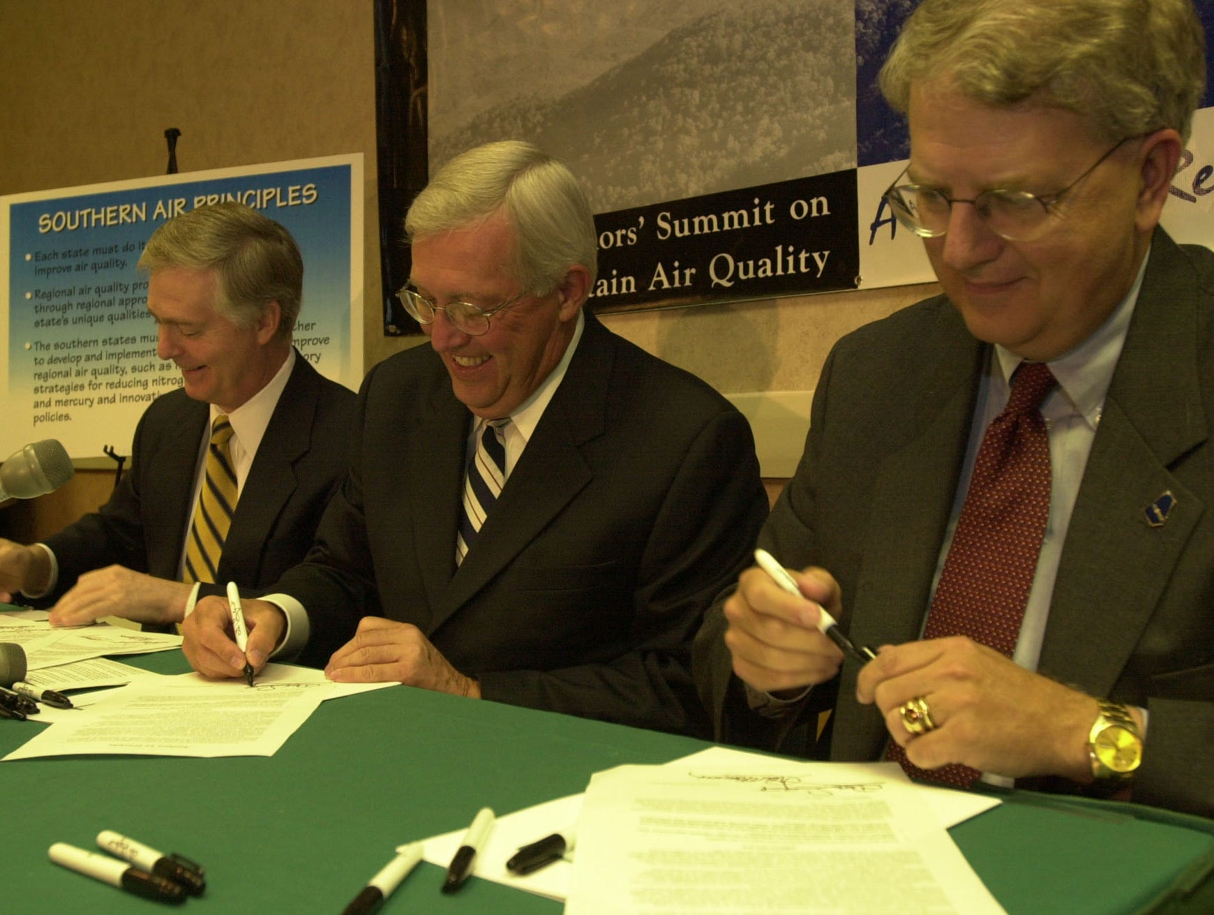 North Carolina Governor Michael Easley, Tennessee Governor Don Sundquist,  and Georgia Governor Roy Barnes sign an agreement for their states to work together on reducing air pollution. The signing ceremony was held during the Third Annual Governor' Summit on Mountain Air Quality held Friday in Gatlinburg.