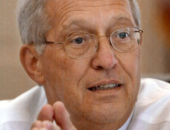 """Tennessee Gov. Don Sundquist talks with reporters in his office on Thursday, July 25, 2002, in Nashville, Tenn. Sundquist said Congressman Van Hilleary would be """"a horrible governor"""" and that he plans to vote for former state Representative Jim Henry. But Sundquist said that no matter who wins the primary election, he will support the Republican nominee."""