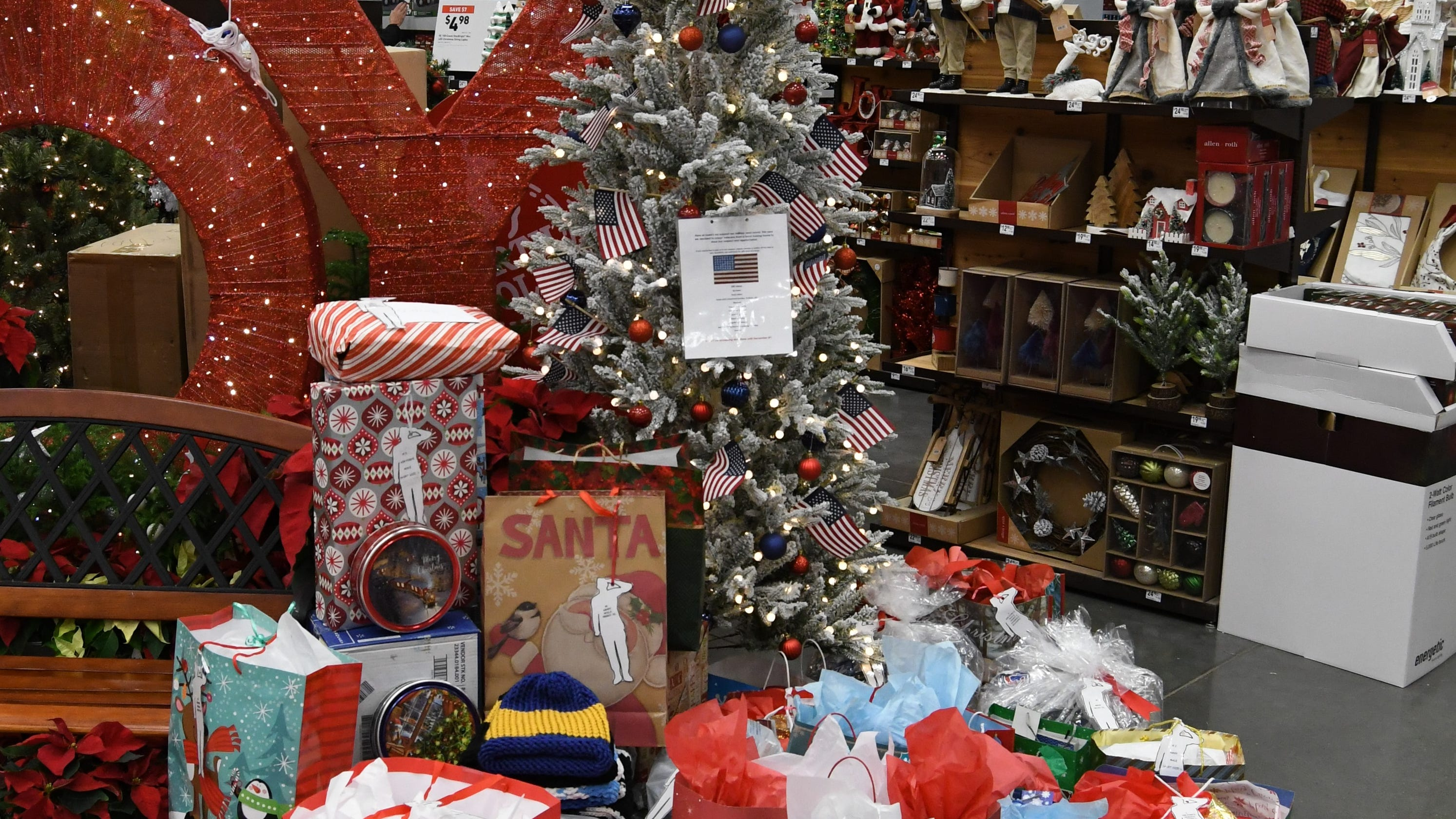 Christmas Tree Veterans Tree A Hit At Mountain Home Lowe S
