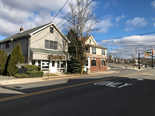 The location of a proposed three-story mixed used retail and apartment building on the corner on Main Street and Station Road in Lincoln Park. The Wexford Inn, Town and Country Cat Hospital, and a house will be demolished under the plan.