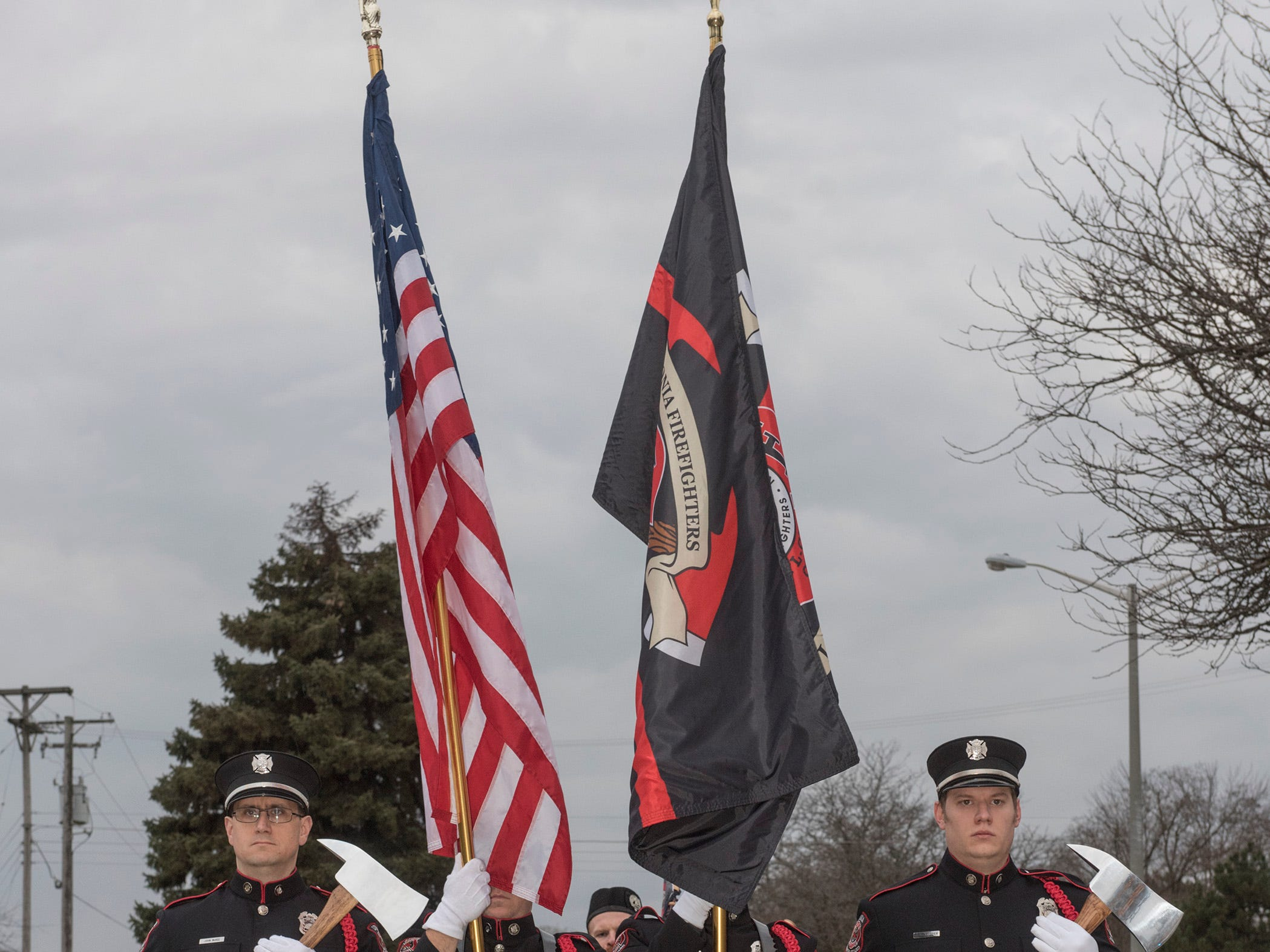 Fire Fighters honor guard .