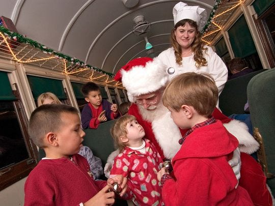Santa comparte historias y trata sobre The Polar Express en Williams.