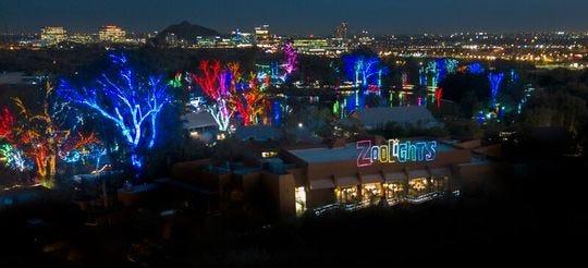 Vista aérea del evento ZooLights en el Zoológico de Phoenix.