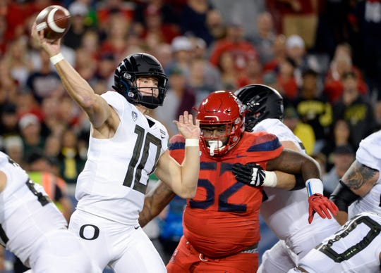 Oregon quarterback Justin Herbert (10) has thrown for 2,985 yards and 28 touchdowns this season.