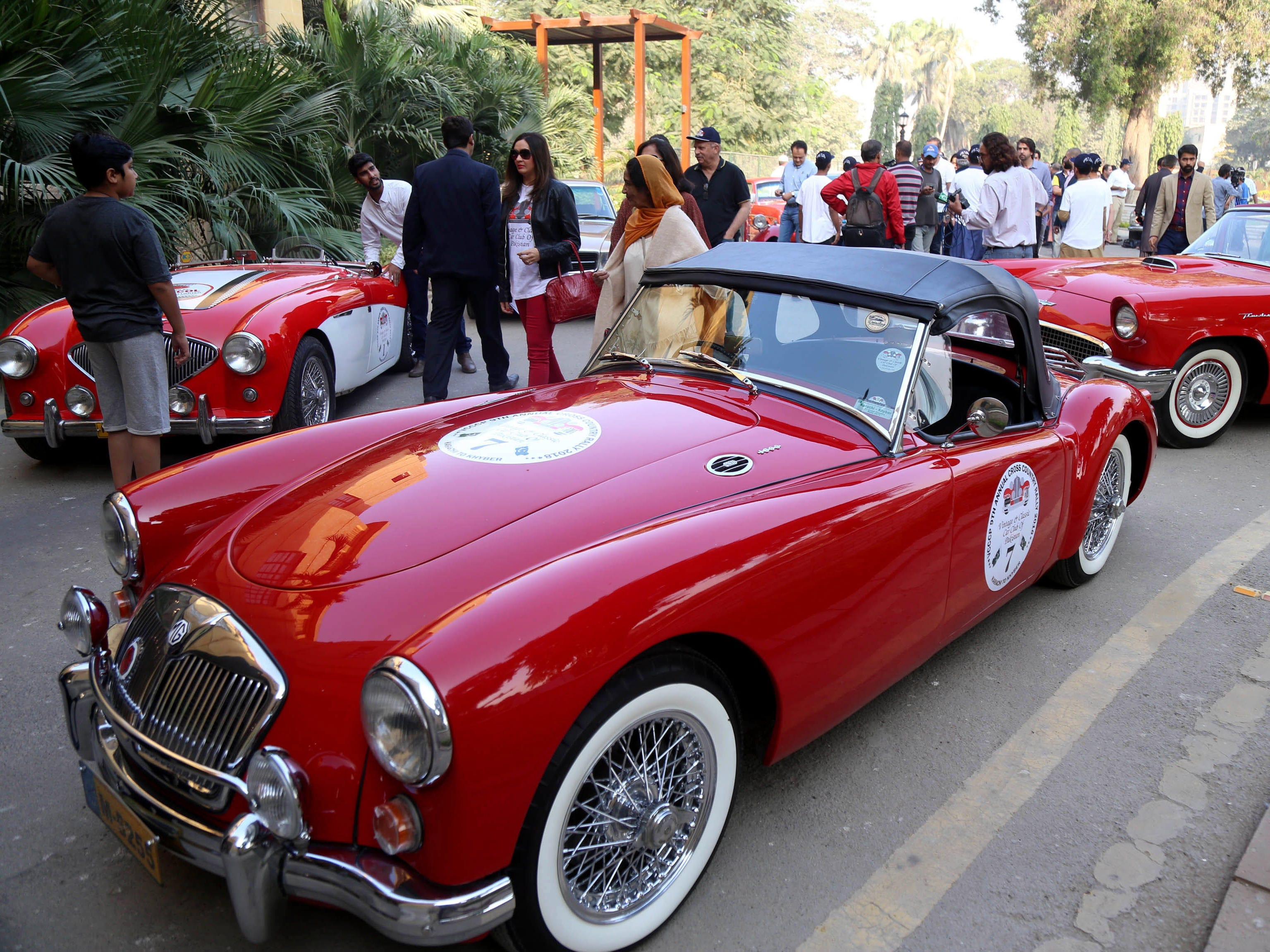 epa07201304 Visitors look at vintage cars during the 9th annual cross-country rally, organised by the Vintage Classic Car Club of Pakistan (VCCCP) in Karachi, Pakistan, 01 December 2018. More than 60 vintage and classic cars were on display from all across Pakistan, some coming all the way from Karachi and heading on to Khyber.  EPA-EFE/REHAN KHAN ORG XMIT: KHI02