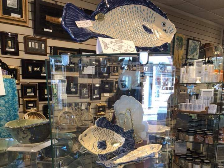 With a convenient location near the busy market area, Charleston Crafts in Charleston, South Carolina, attracts visitors seeking art, jewelry and hand-crafted household goods.
