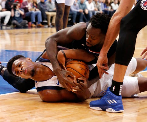 Mavericks guard Dennis Smith Jr. gets tooth knocked out during loose-ball scramble
