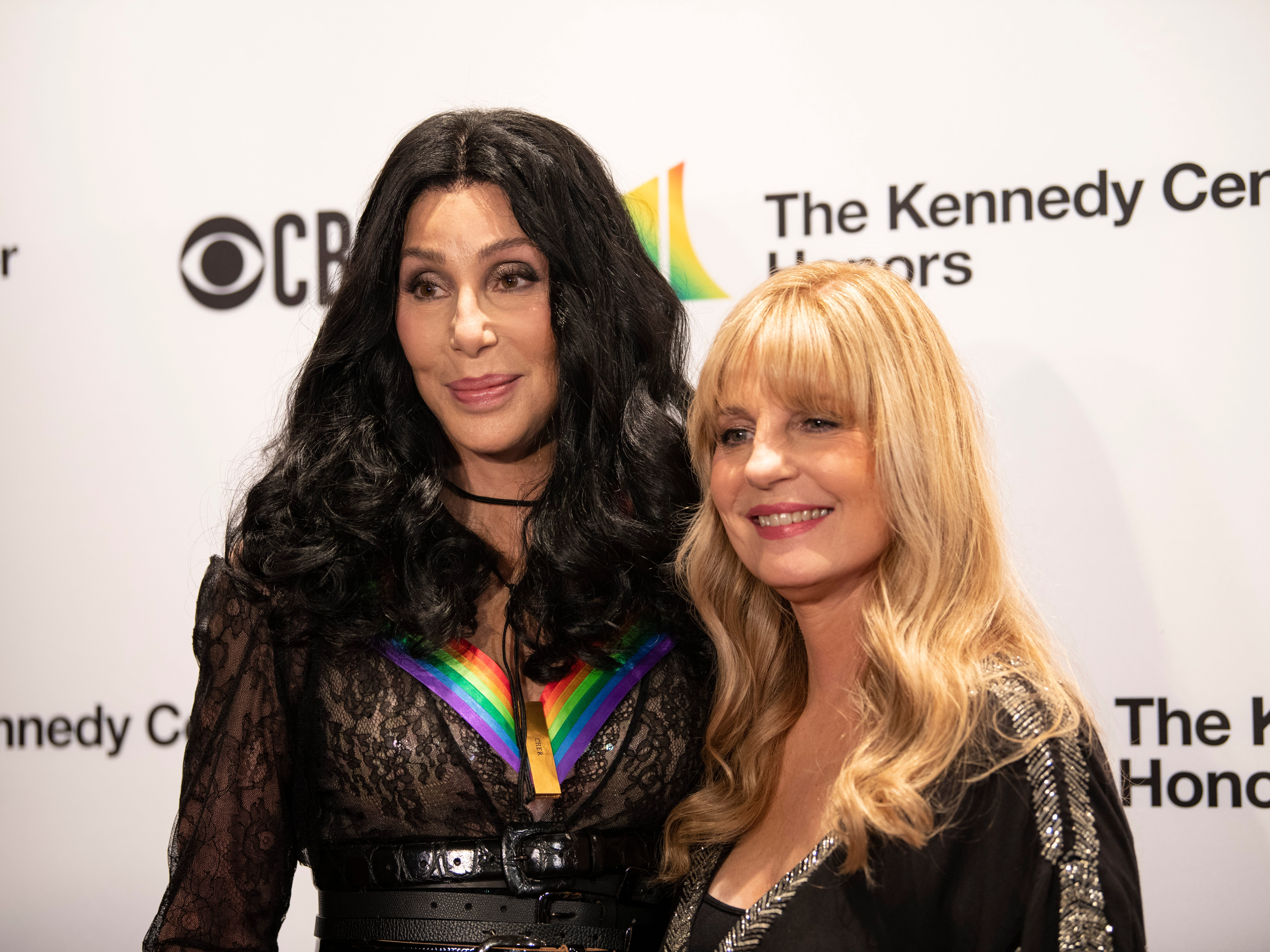 {Dec. 2, 2018} {8:41 p.m.} -- Washington, DC, U.S.A  --  2018 Kennedy Center Honor recipient Cher was joined by her sister Georganne LaPiere on the red carpet before the awards.  --    Photo by Hannah Gaber, USA TODAY staff ORG XMIT:  HG 137674 Kennedy Center H 12/2/2018 [Via MerlinFTP Drop]