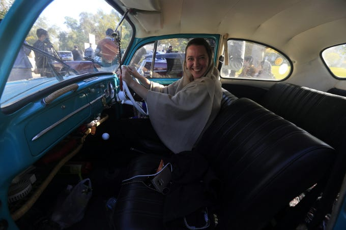 epa07185128 A women sits inside a car during a show organized by the Vintage and Classic Car Club of Pakistan in Peshawar, Pakistan, 23 November 2018. More than 60 vintage and classic cars were on display from all across Pakistan, some coming all the way from Karachi and heading on to Khyber.  EPA-EFE/BILAWAL ARBAB ORG XMIT: PSH01