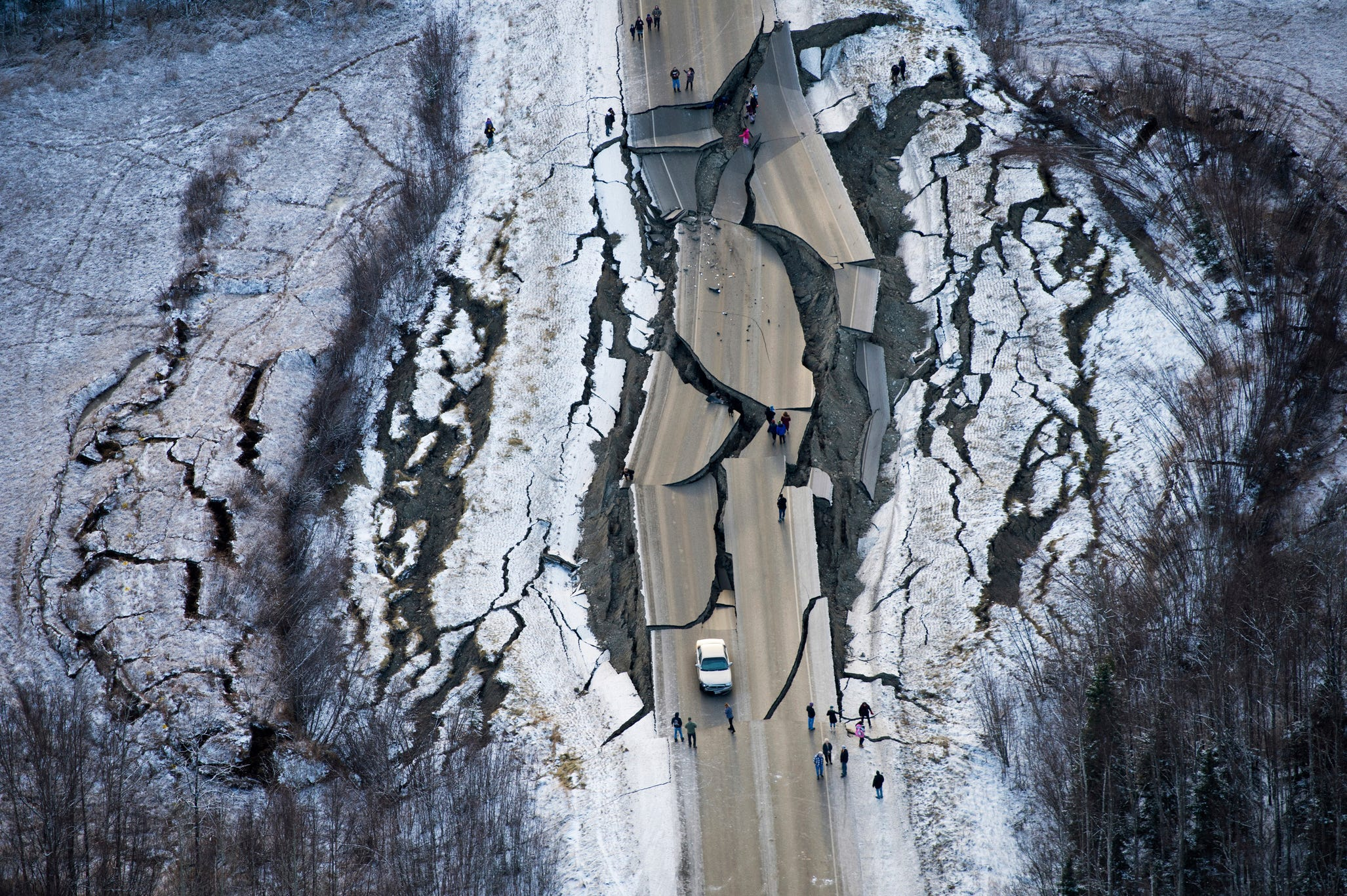 Alaska earthquake: Selfie-takers urged to stay away from crumbling road