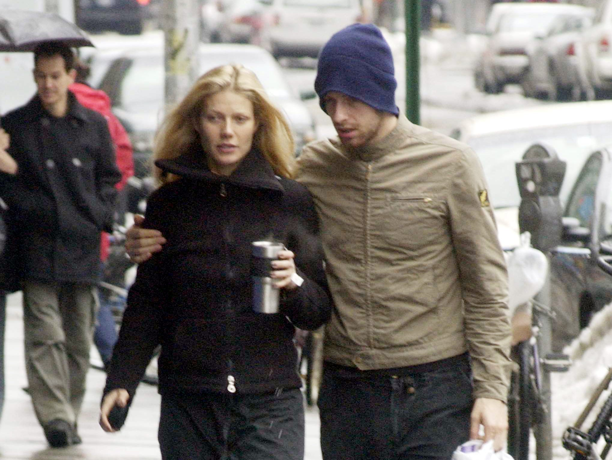 NEW YORK - FEBRUARY 23:  Actress Gwyneth Paltrow walks with her boyfriend musician Chris Martin of Coldplay February 23, 2003 in New York City.  (Photo by Mario Magnani/Getty Images) --- DATE TAKEN: 2/23/2003  By Mario Magnani   Getty Images    New York   ORG XMIT: PX98925