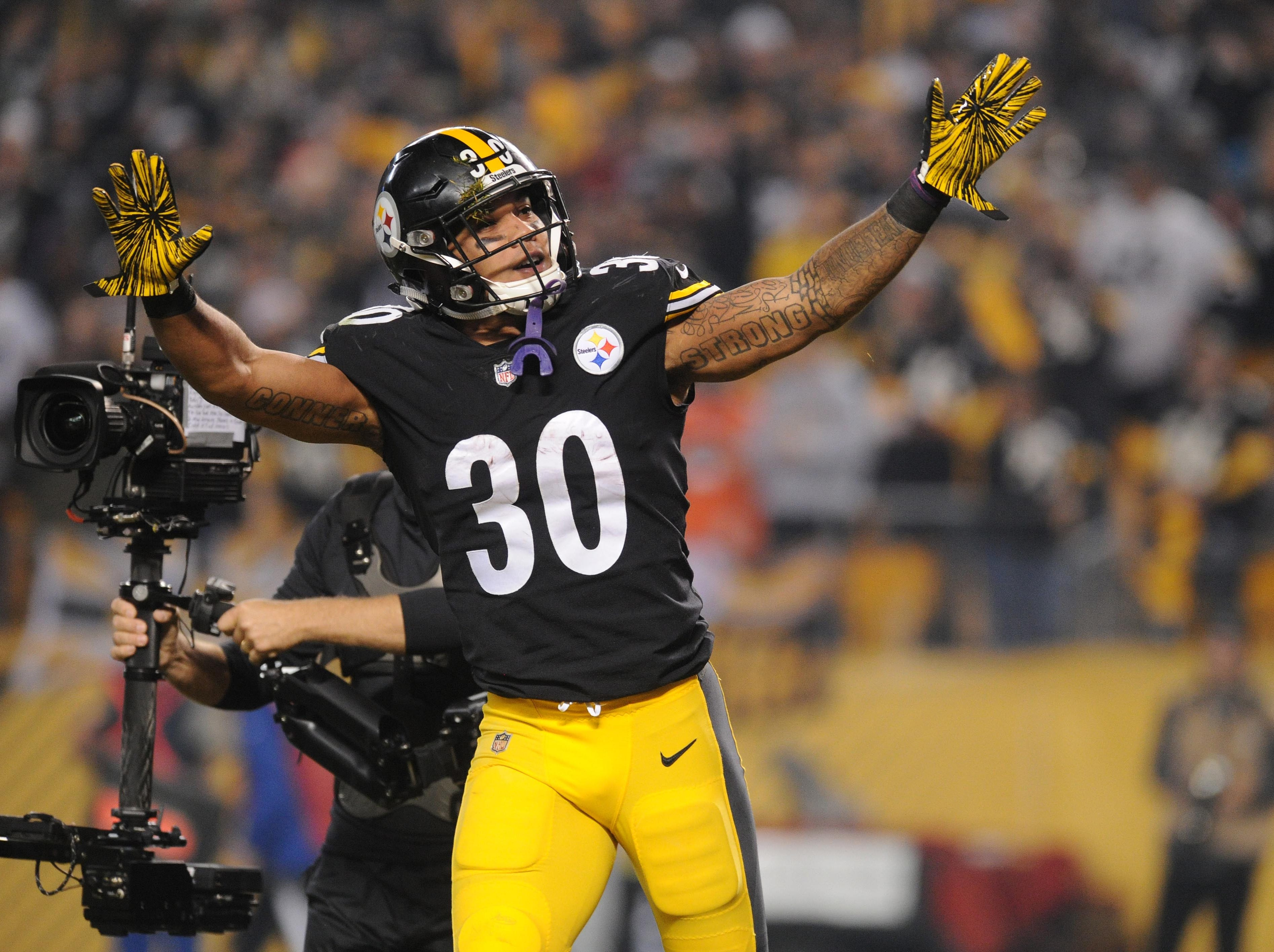 Steelers running back James Conner celebrates a touchdown against the Chargers.