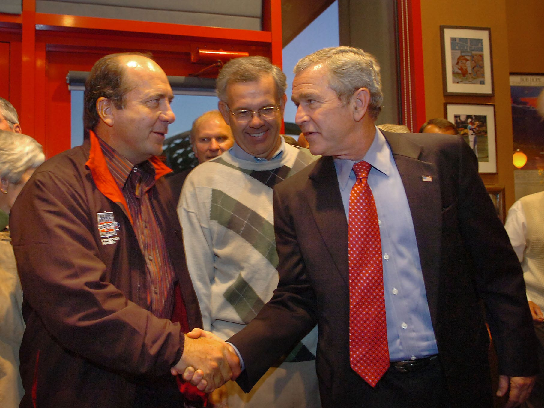 BUSH29  OCTOBER 29, 2007  President Bush shakes hands with former Reds player Johnny Bench at Bench's 60th birthday party at the Montgomery Inn Boathouse during Bush's visit to Cincinnati this afternoon.  Bush is in town for a fundraiser at Bob Castellini's Hyde Park home for Congressman Steve Chabot.  The Enquirer/Leigh Taylor