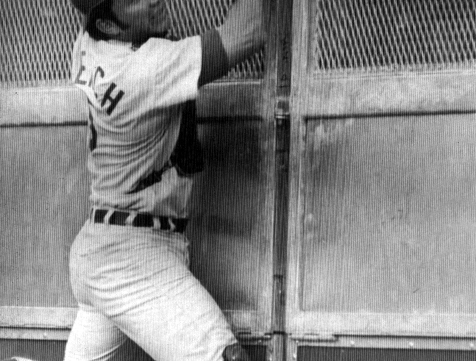 OCTOBER 5, 1970: Johnny Bench, Cincinnati catcher, snags foul from bat of Pittsburgh Pirates Bill Mazeroski in eighth inning of today's third game in the National League playoffs at Cincinnati. Pirates protested that he had trapped the ball against the screen. AP Photo scanned August 7, 2013
