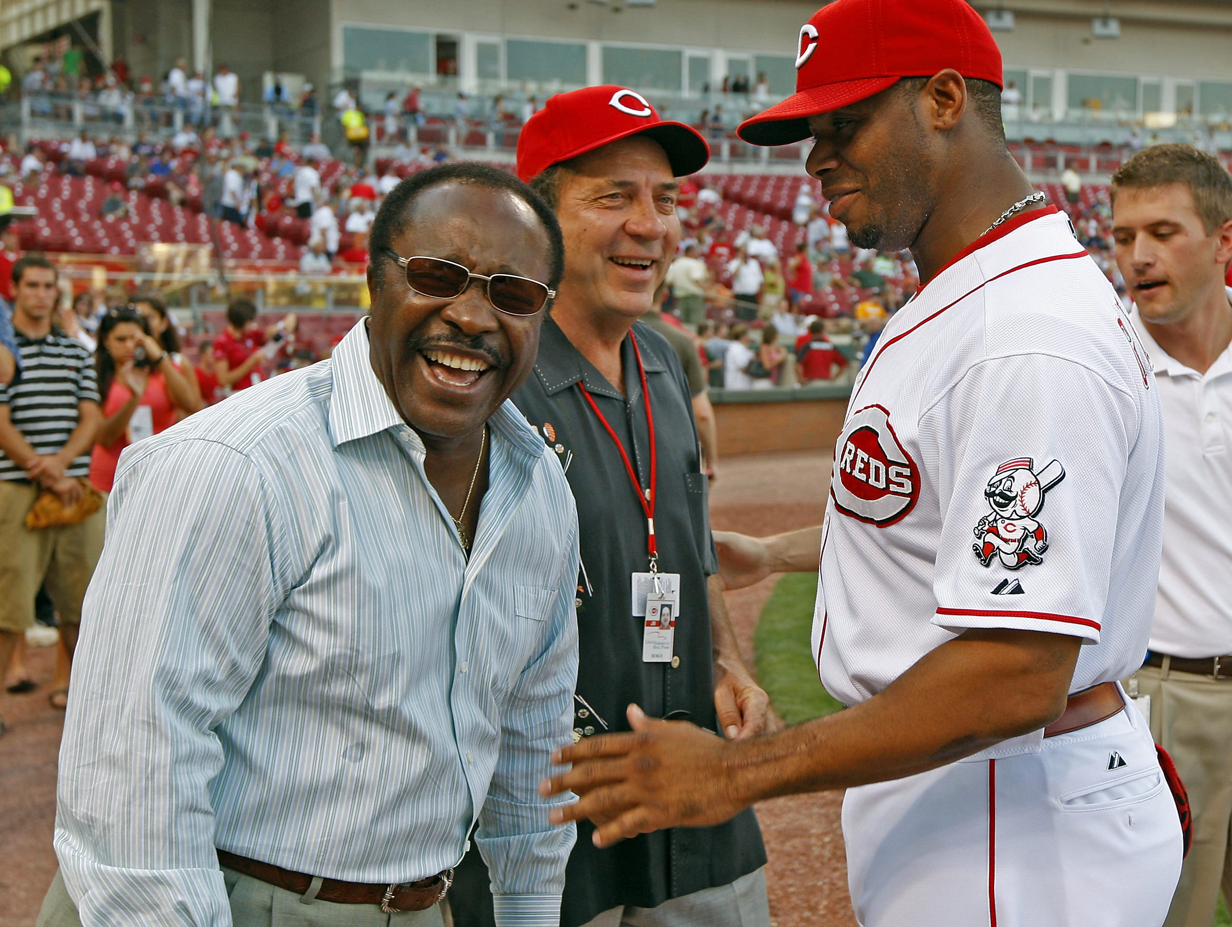 2007.08.23 REDS  SPORTS : The Cincinnati Reds (right) Ken Griffey Jr. chats with Reds Hall of Famer's Joe Morgan and Johnny Bench before they were presented to fans as named to the All-Time Rawlings Gold Glove Team before the game against the Atlanta Braves Thursday August 23, 2007. The Enquirer/Jeff Swinger