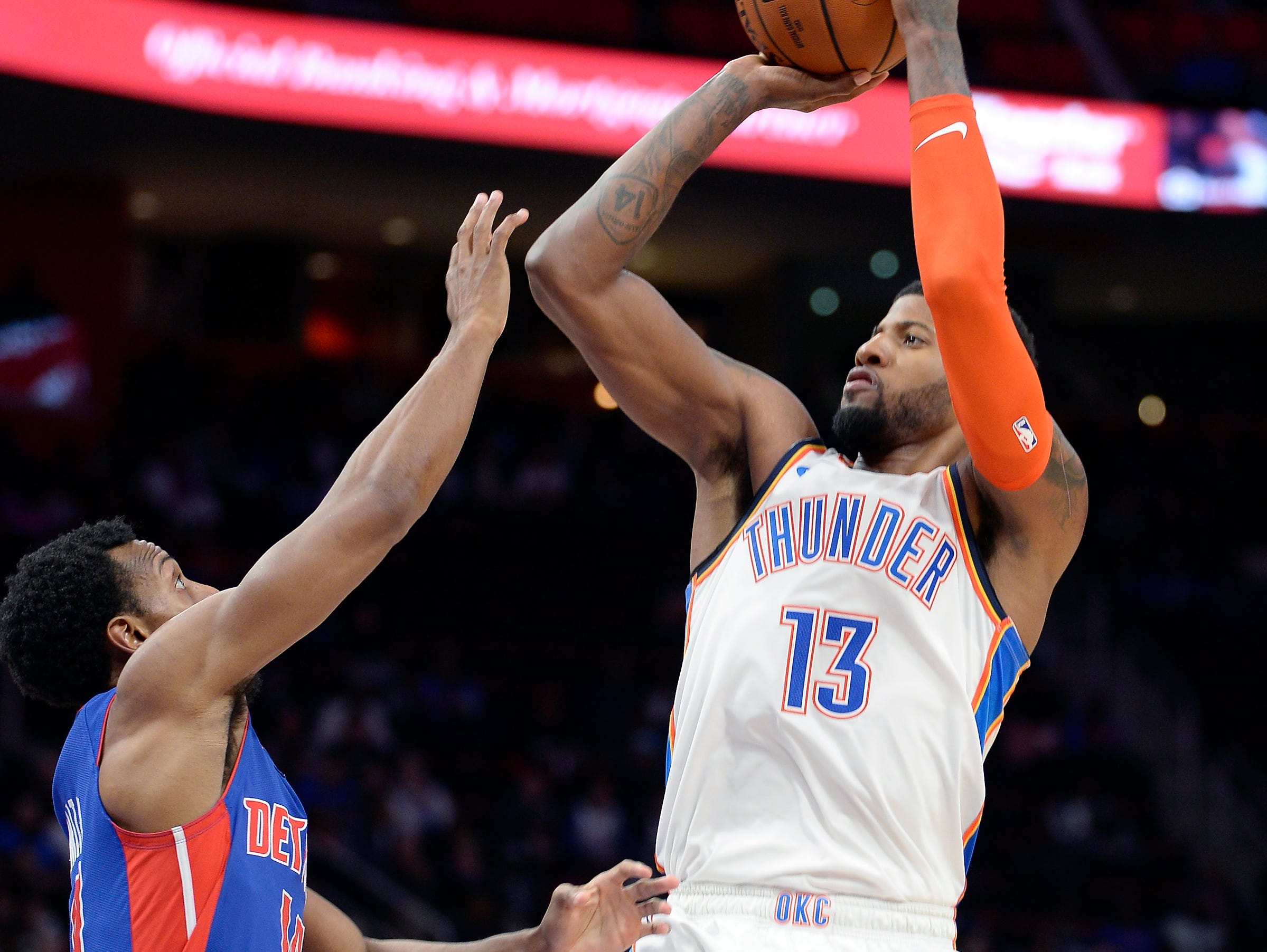 Thunder's Paul George shoots over Pistons' Ish Smith in the third quarter.
