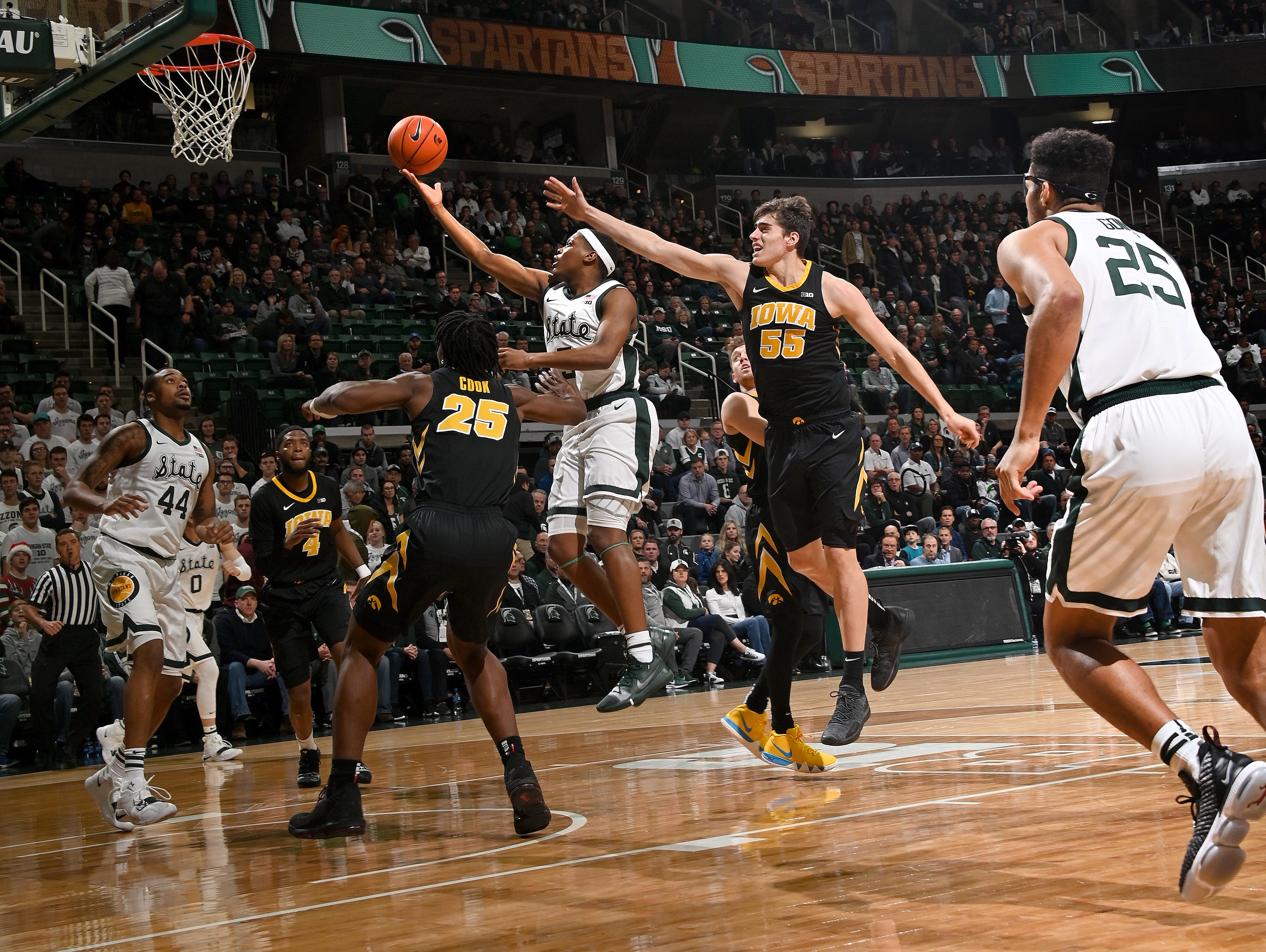 Cassius Winston slashes through the Hawkeye defense for a basket in the first half.