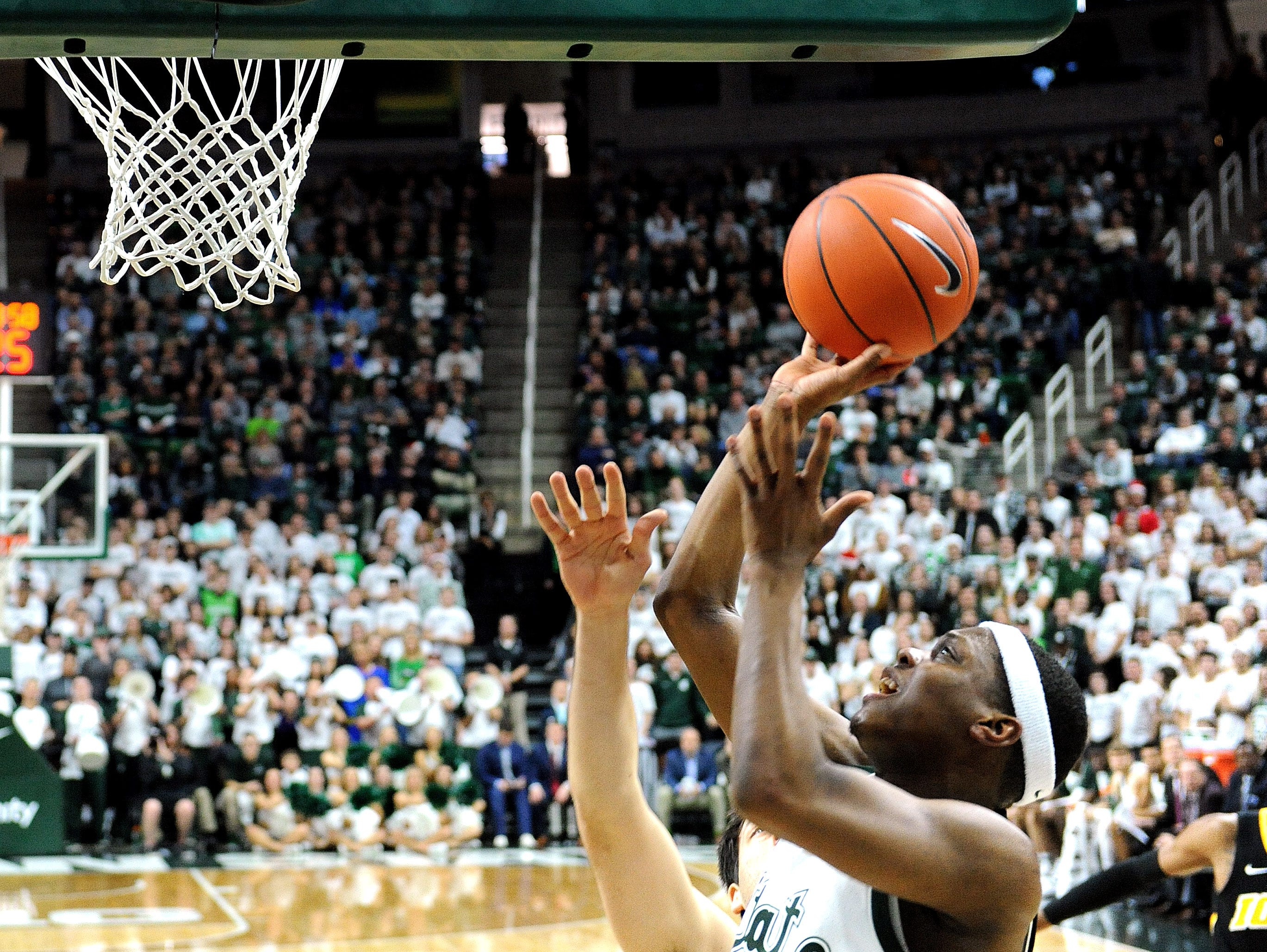 Cassius Winston drives in and puts up a short shot in the first half.
