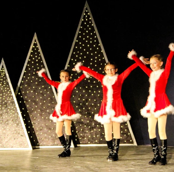 Fremont Community Theatre brings joy with holiday show