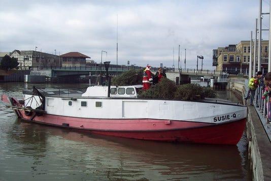 Xmas Tree Ship