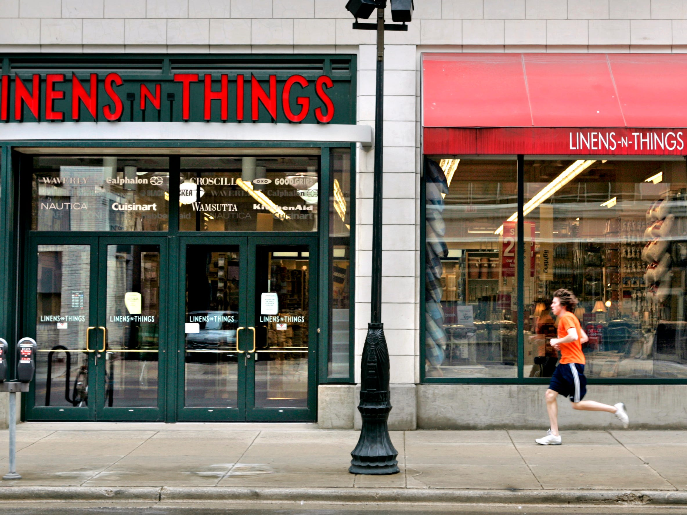 A runner moves past the exterior of the Grand Avenue Linens n Things store which is one of three stores being closed in Wisconsin, Friday, May 2, 2008. Linens has filed bankruptcy and is closing stores as a result. Rick Wood/RWOOD@JOURNALSENTINEL.COM