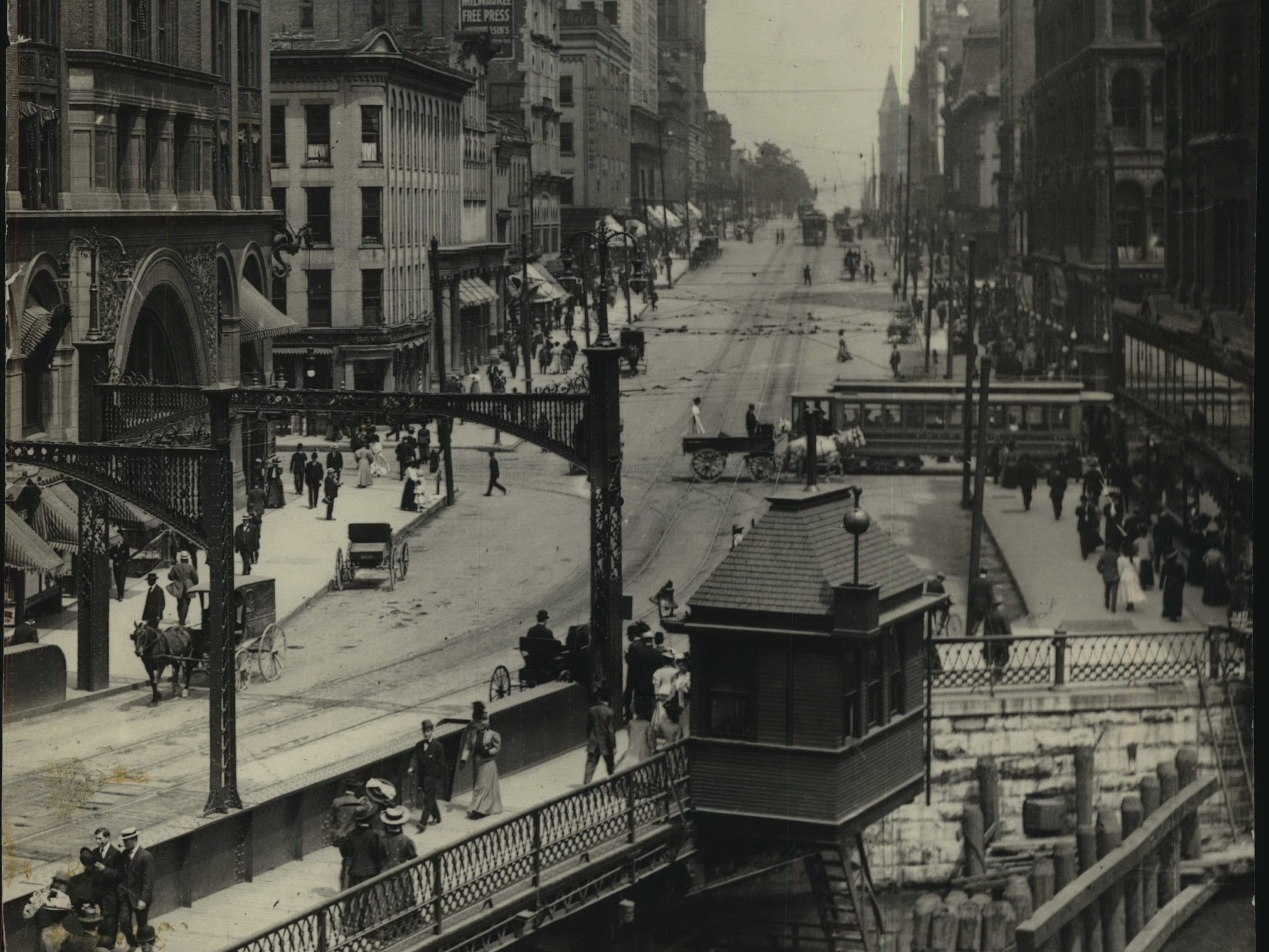 1905: Looking east from the river, the federal courthouse is visible in the distance on the right.