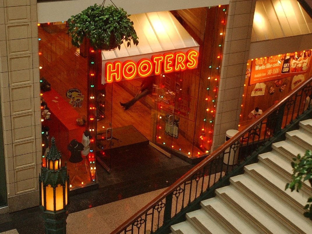 The entrance to Hooters as seen from inside the Grand Avenue Mall's Plankinton Arcade Monday, Nov. 11, 2002. The popular downtown eatery may be moving to make way for Linens and Things and T.J. Maxx.