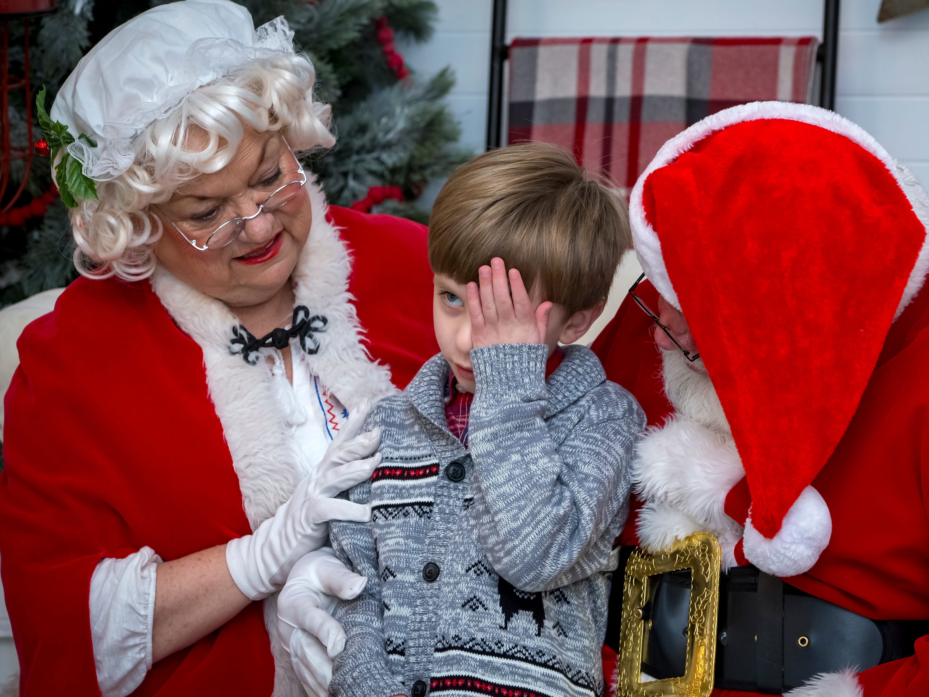 Photos with Santa at Fountains of Gateway.