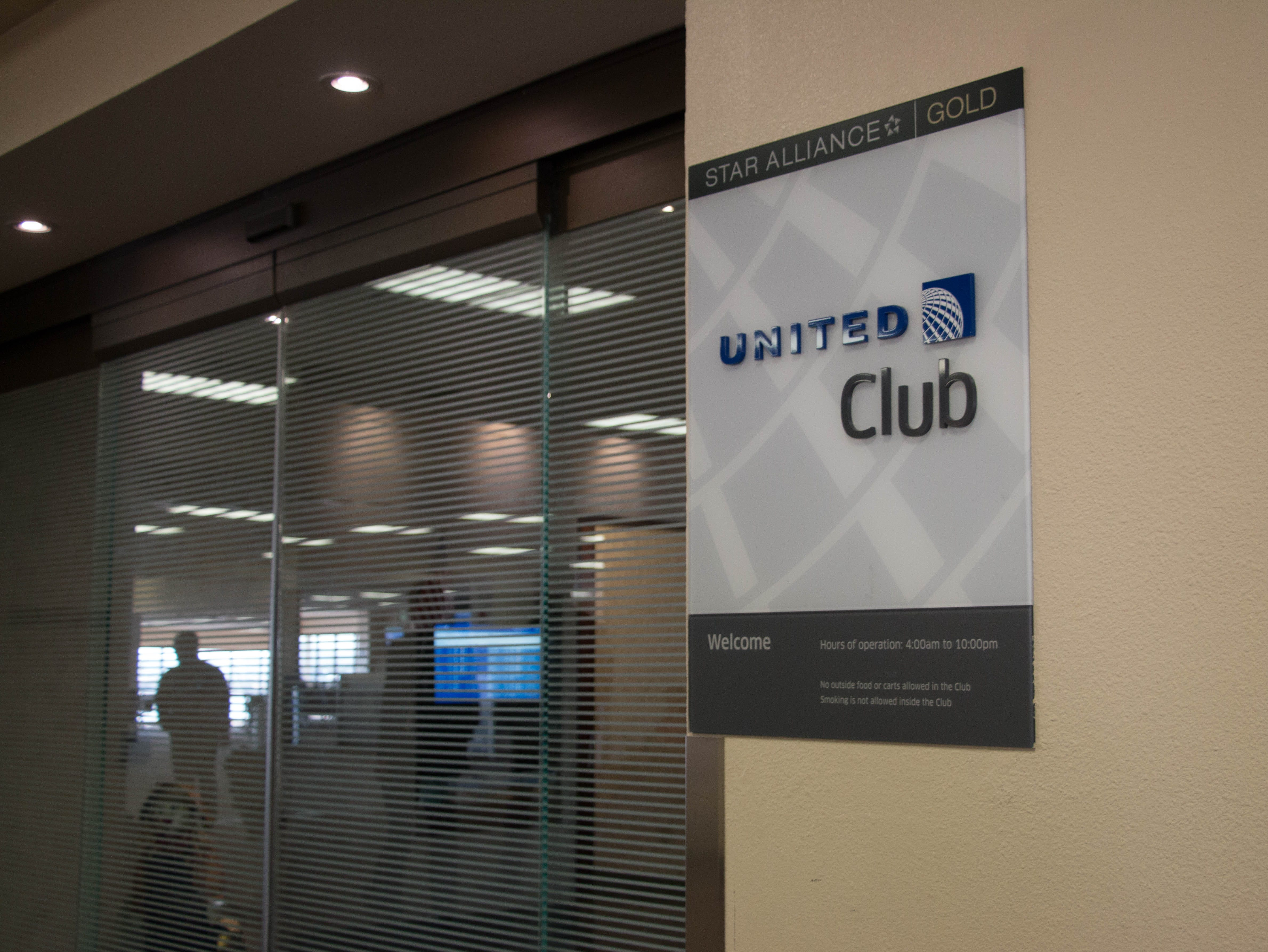 The United Airlines lounge is in Terminal 2. It features lounge chairs, a business area, coffee and hot chocolate, a bar and light fare. Carly Henry/azcentral