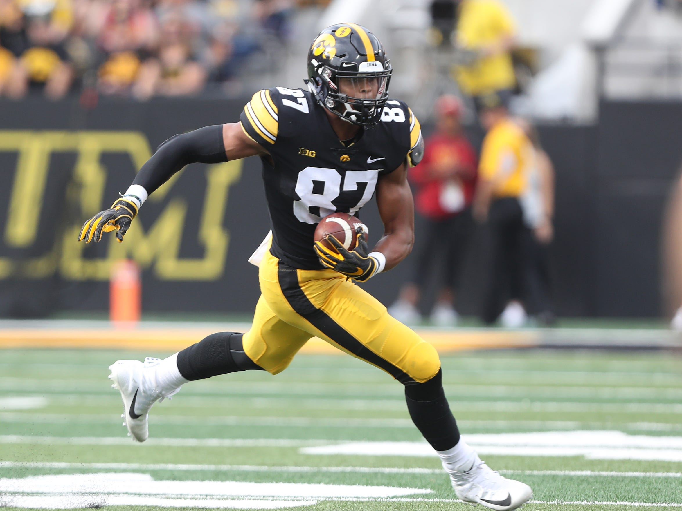 Iowa Hawkeyes tight end Noah Fant.