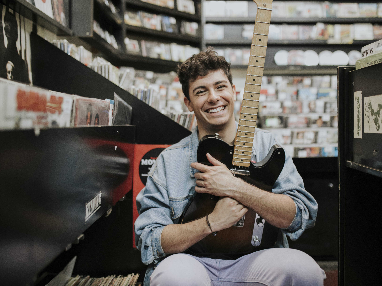 Alfred García y sus '1016' formas de amar en su álbum debut