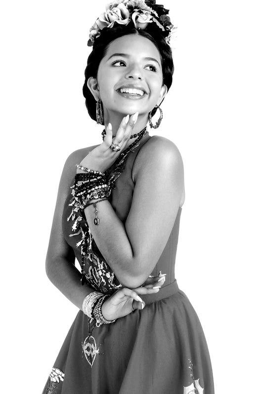 Angela Aguilar Cortesia