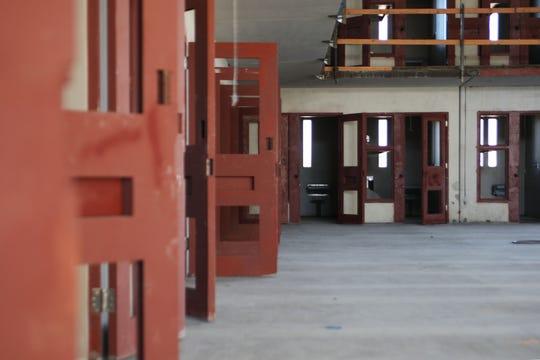 Una unidad casi terminada del edificio de la nueva Cárcel del Condado de Monterey.