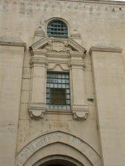 La fachada de la antigua Cárcel del condado de Monterey en West Alisal Street, en Salinas.