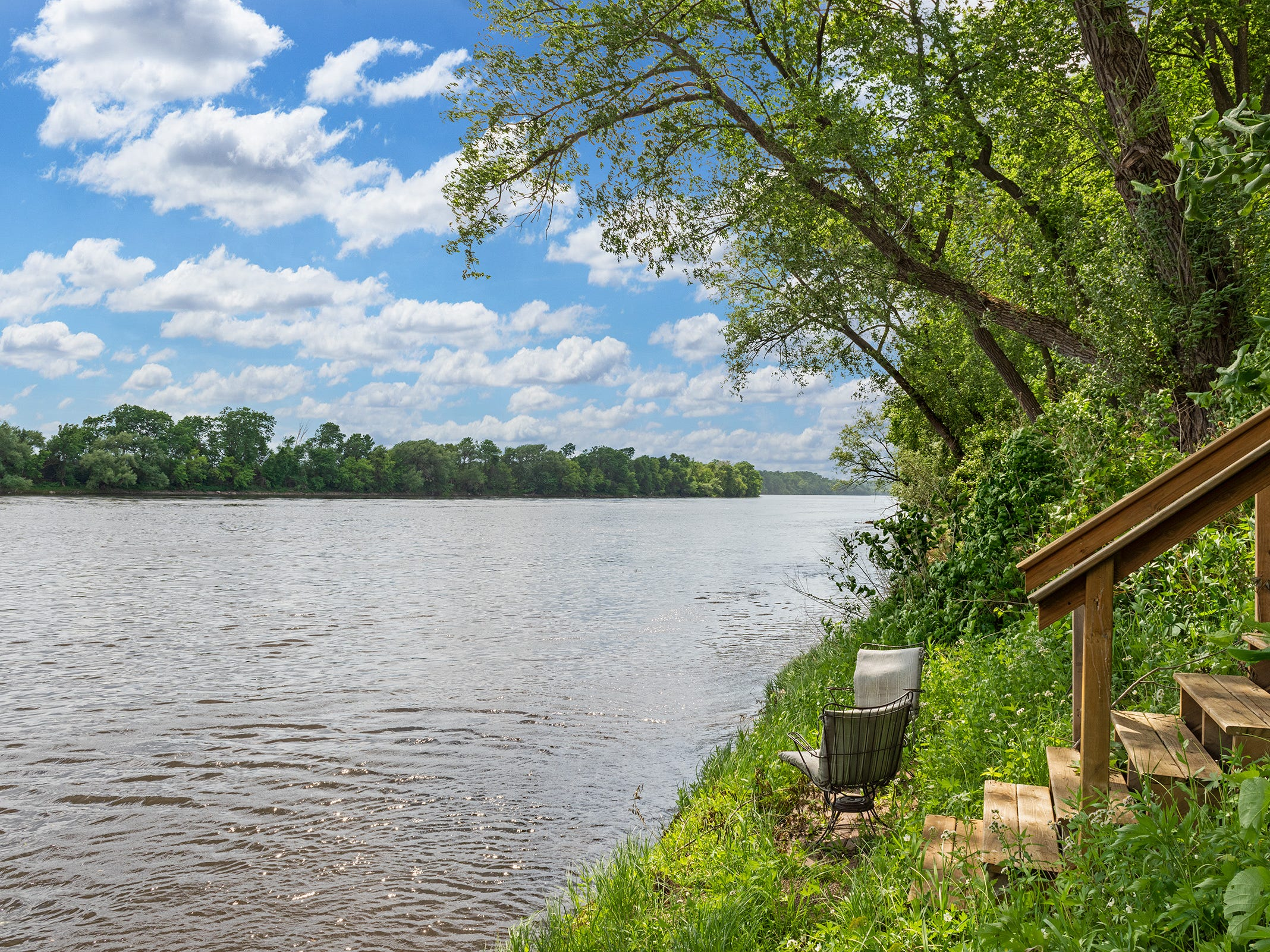 The property offers 300 feet of riverfront on the Mississippi.