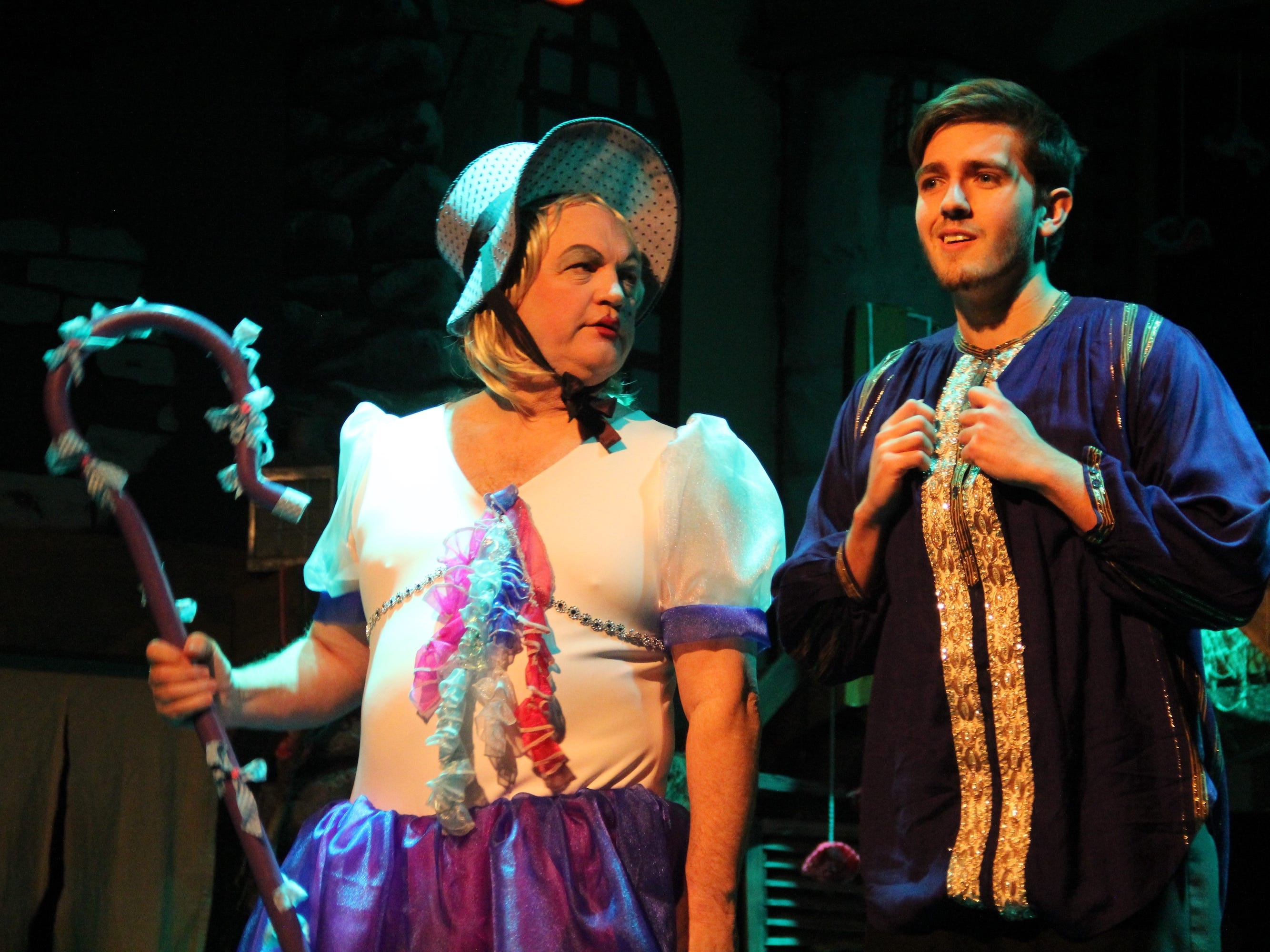 'Mungo!' and 'Cinderella' on Ventura County stages