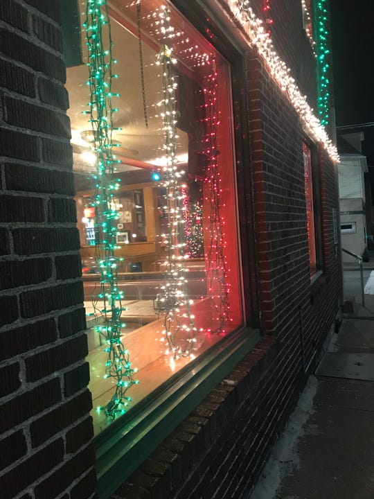 Joey's Pizzeria & Italian Ice light show features 24,000 lights.
