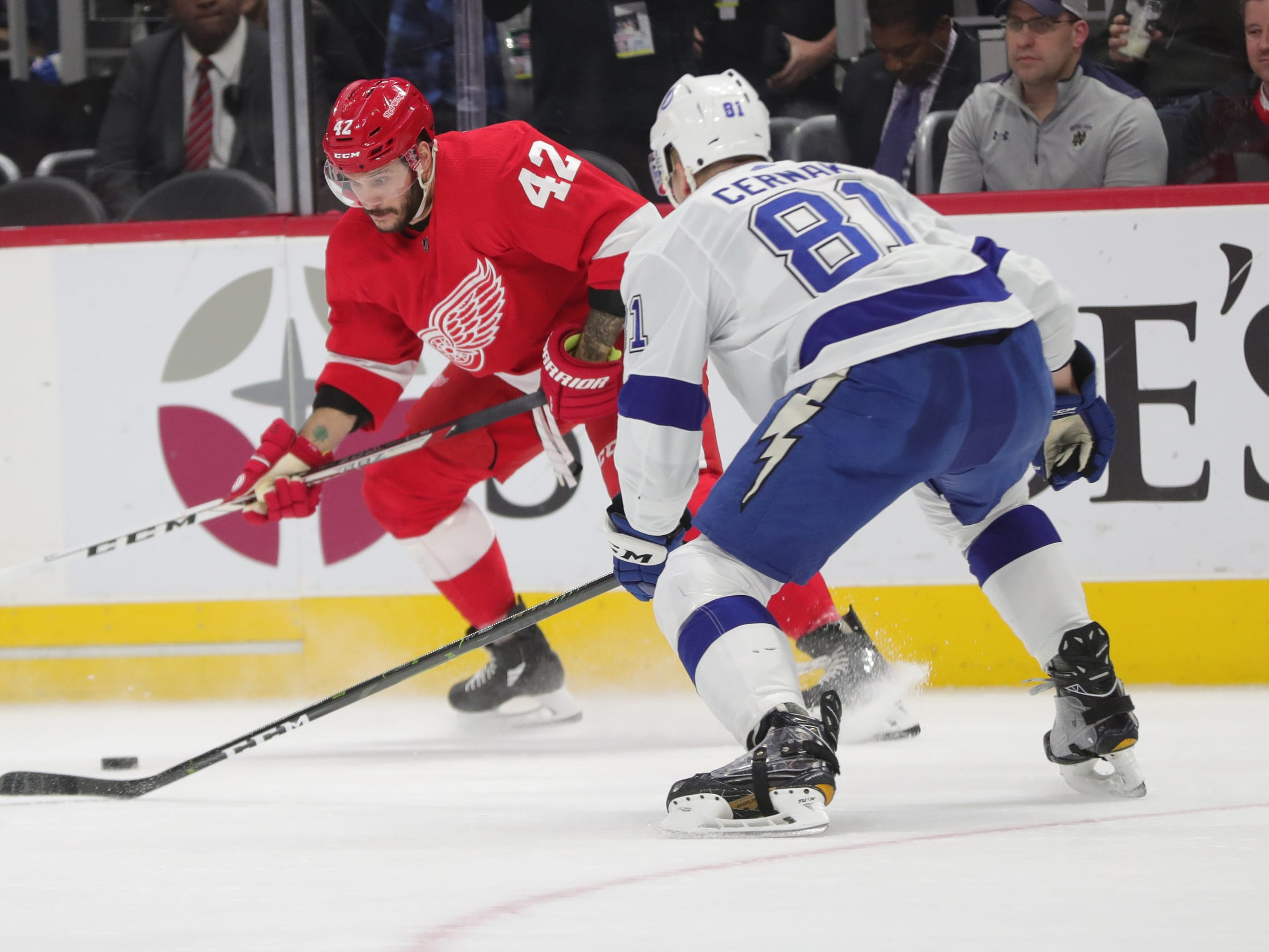 Red Wings lose wild game to Tampa Bay Lightning in shootout, 6-5