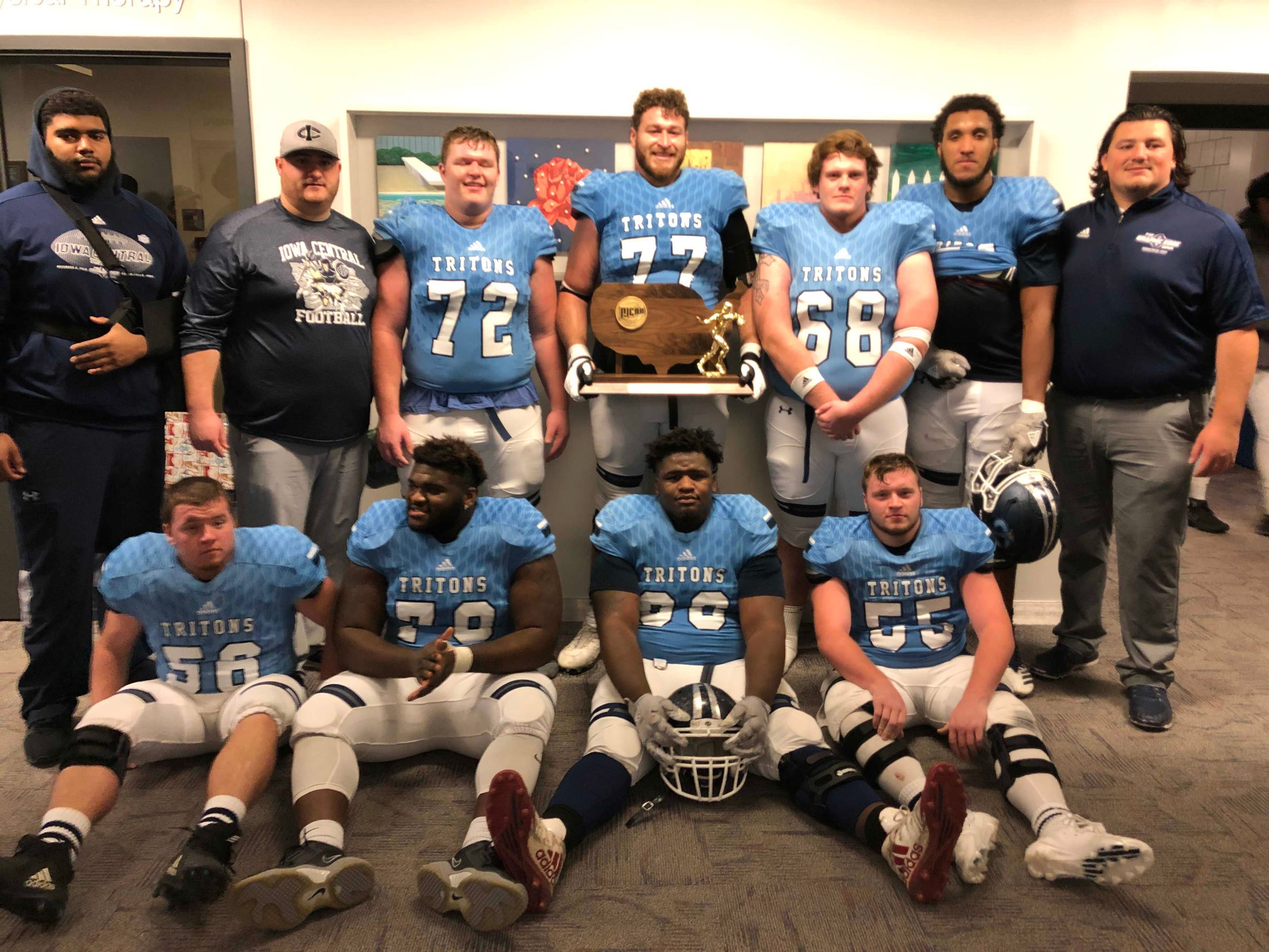 Brishaun Horne (77) poses with his fellow linemen at Iowa Central Community College.