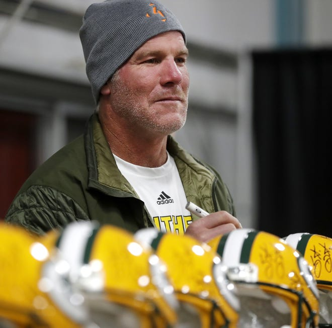 Former Green Bay Packers quarterback Brett Favre signs autographs at a Super Bowl XXXI reunion autograph signing event in West Allis on Saturday.