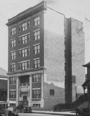 The Haugh Hotel before being moved to its new location in 1926.