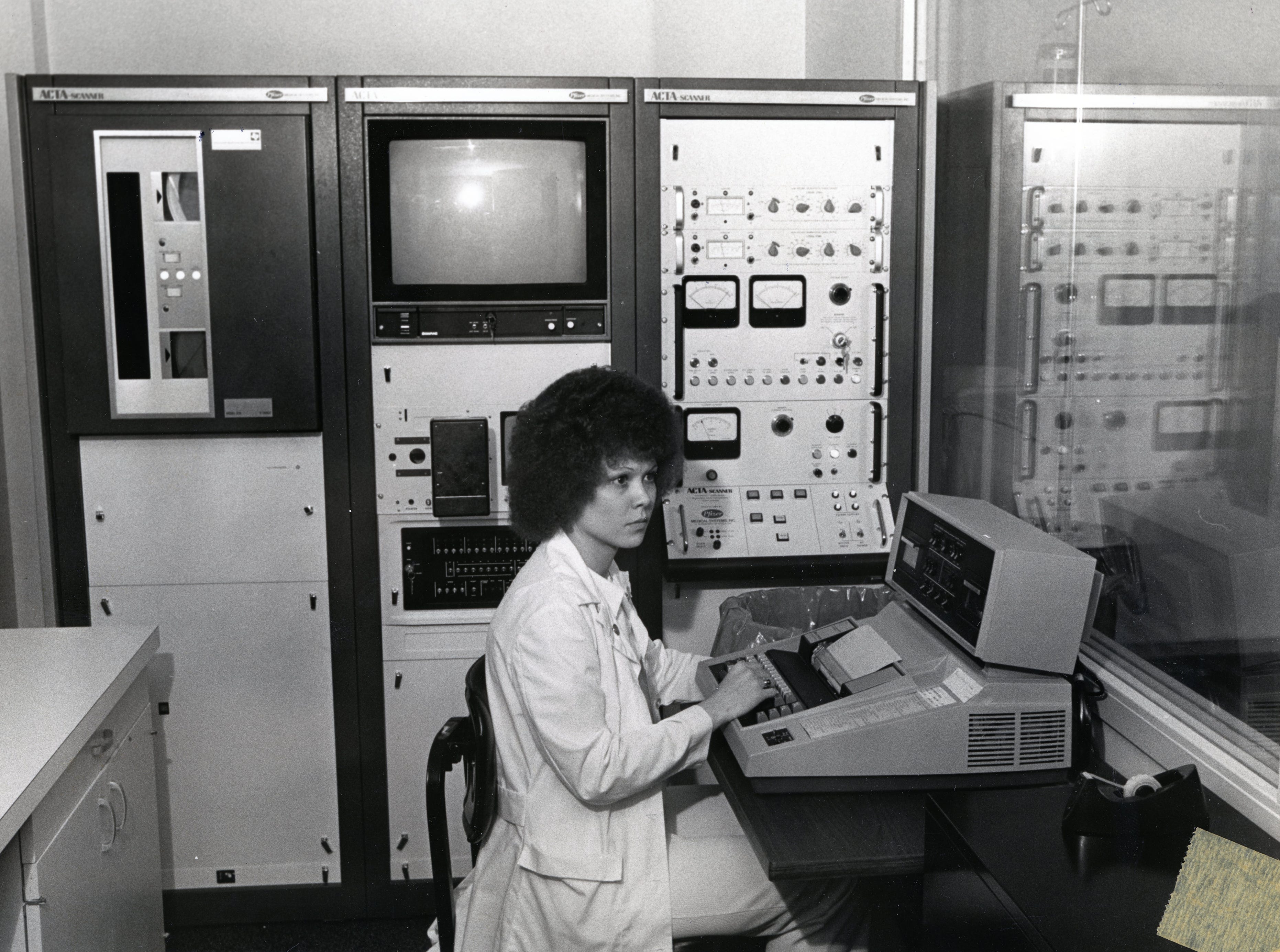 Audry Ann Burks, technologist for the whole body scanner at St. Mary's Medical Center in April 1976.