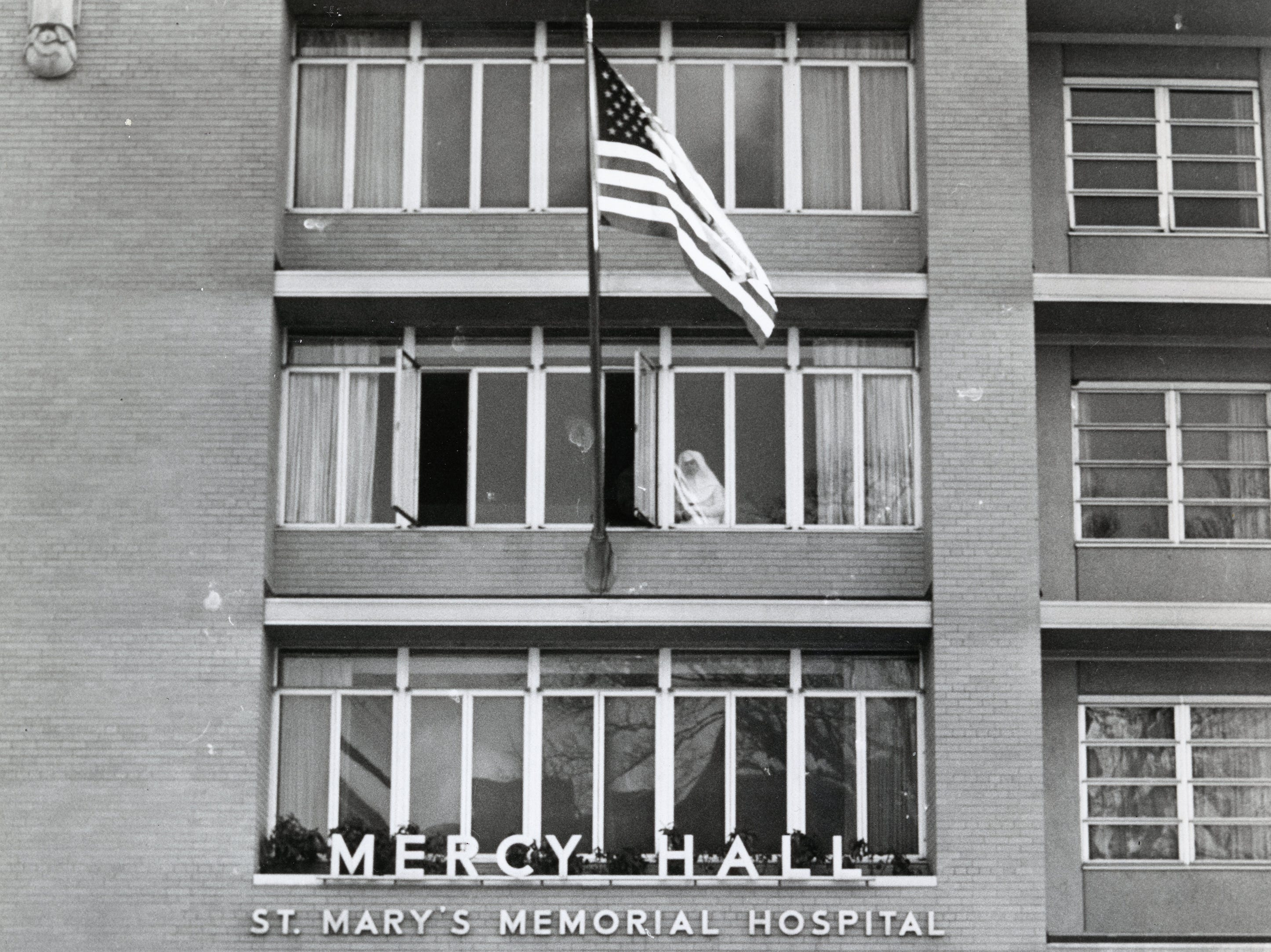 St. Mary's School of Nursin's Mercy Hall in December 1960.