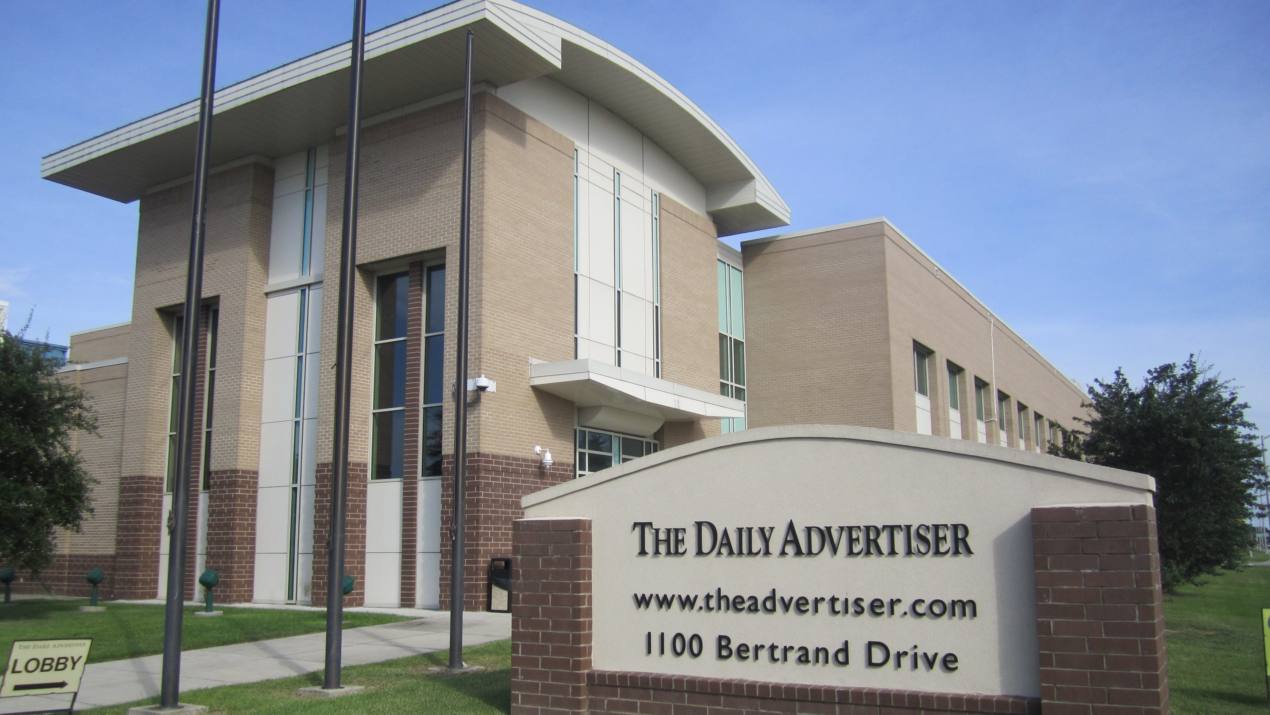 12 reasons to subscribe to The Daily Advertiser this holiday season