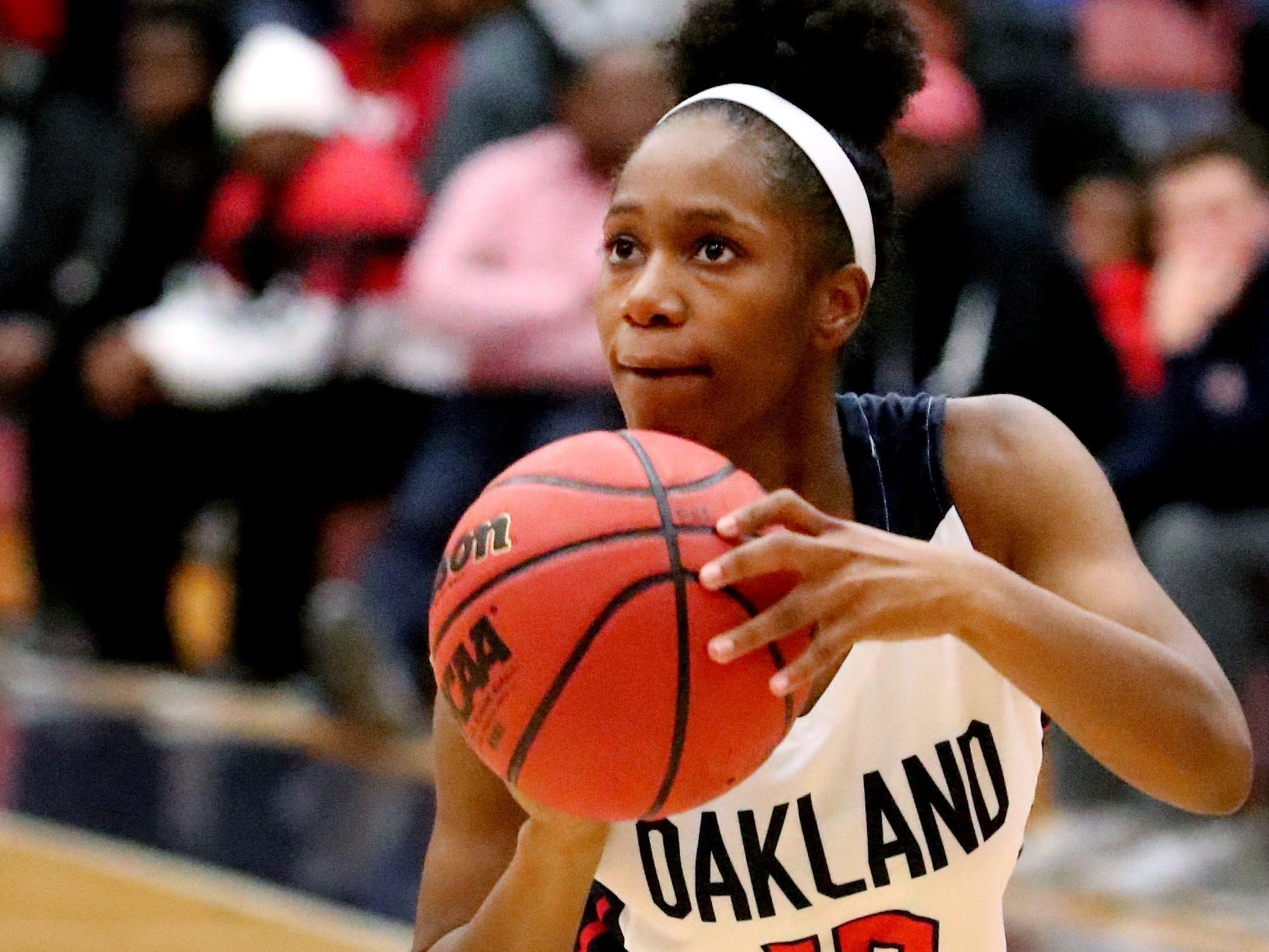 Oakland's Dakoria Puckett (10) shoots the ball during the game against Siegel at Oakland on Tuesday, Dec.. 4, 2018.