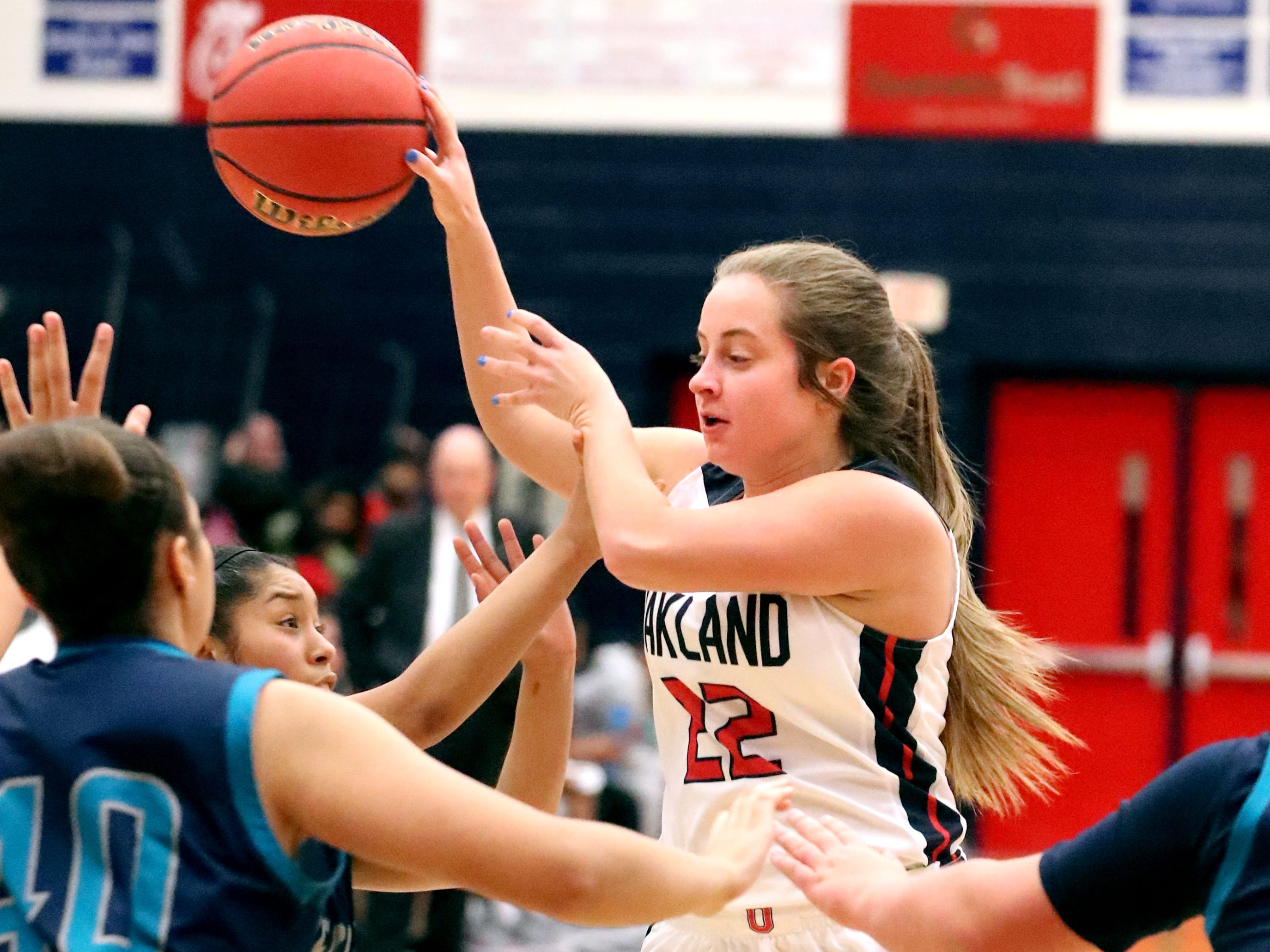 Oakland's Taylor Morton (22) passes the ball during the game against Siegel at Oakland on Tuesday, Dec. 4, 2018.